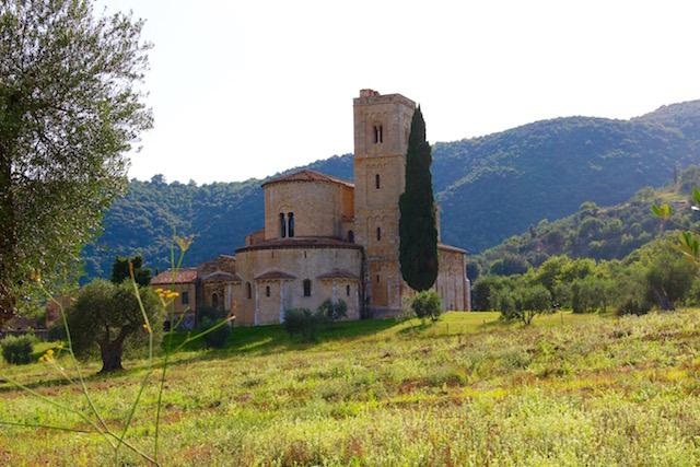 Аббатство Сант Антимо, Abbazia di Sant'Antimo, путешествие по Тоскане