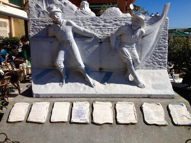 Памятник рыбакам в Алассио, Лигурия, Италия