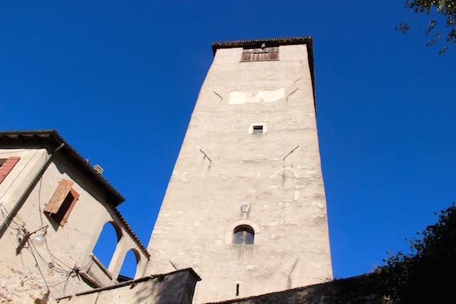 На фото замок в Фельтре