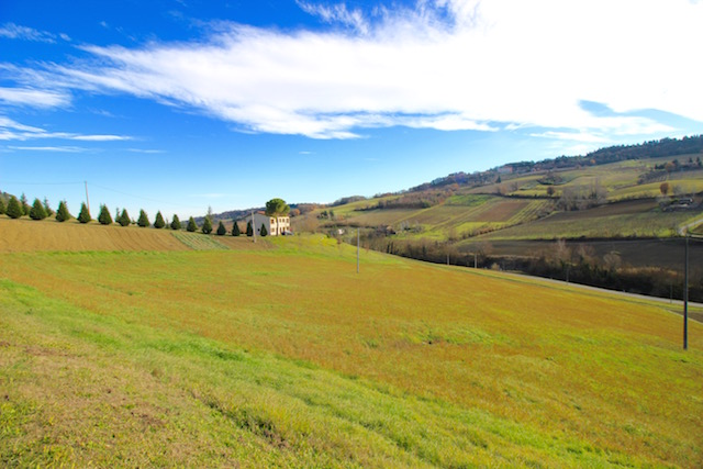 на фото один из пейзажей рядом с городом Доцца, Италия