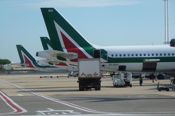 airplane-419808_640