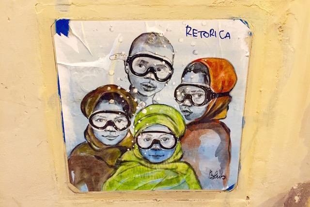 рисунок стрит-арт художника из Флоренции Blub, на котором изображены дети с плавательными масками на лице.