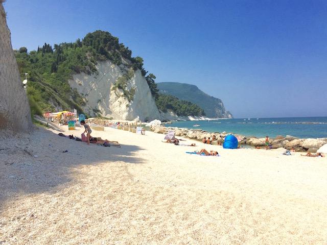 Фото пляжа дел Фрати, Нумана, Марке