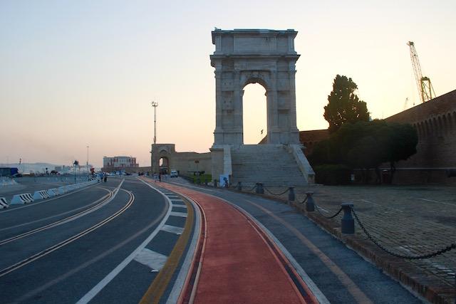 Арка Траяна в Анконе, регион Марке, Италия