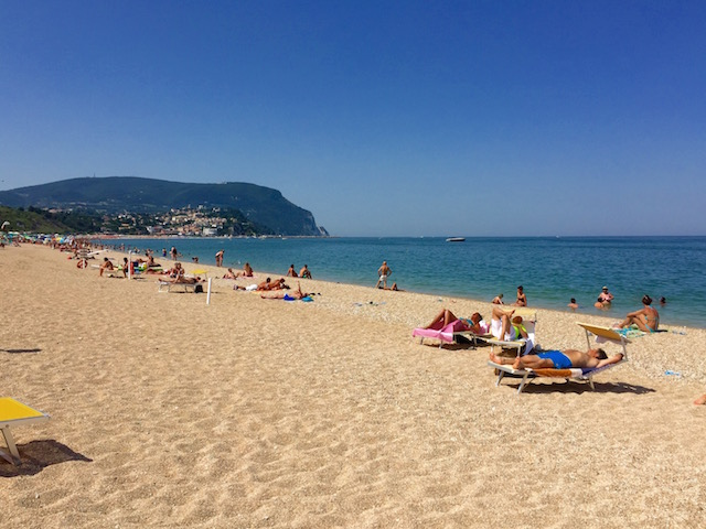 Фото пляжа, Нумана, Марке