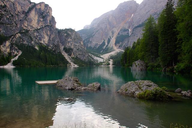 Вид на горы на озере Брайес