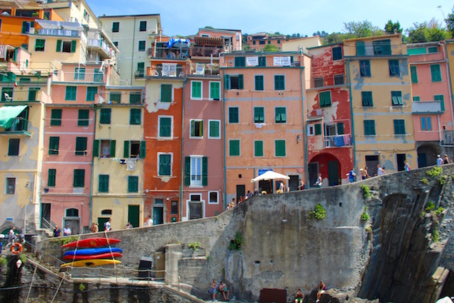 Фото одного из городов в Чинкве-Терре в Лигурии, Италия