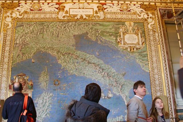 на фото один из экспонатов в галерее географических карт в музеях Ватикана