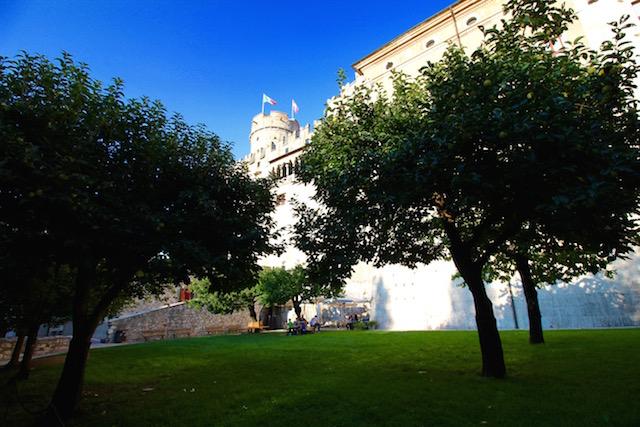 на фото замок Буонконсильо