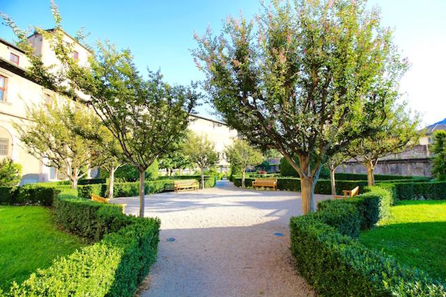 на фото сад замка Буонконсильо