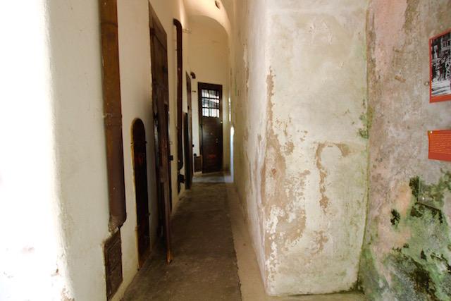 тюремные камеры в на фото сад замке Буонконсильо