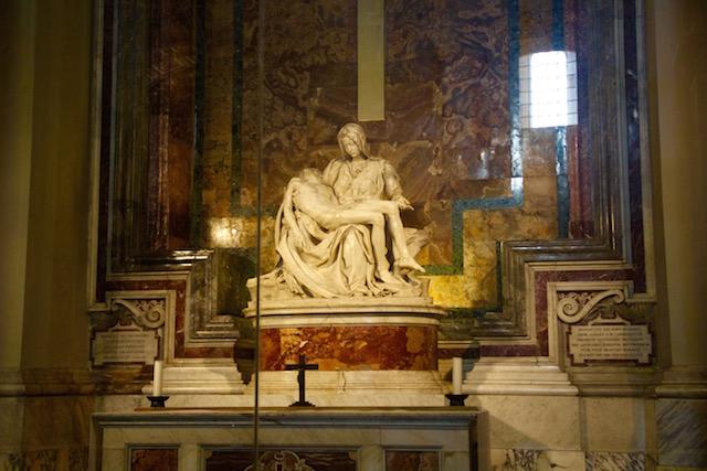 Пьета Микеланджело в Соборе Святого Петра в Ватикане