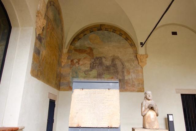 на фото одна из фресок во внутреннем двое замка Сфорца