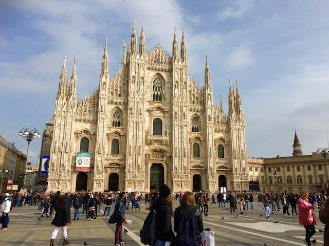 На фото Собор в Милане