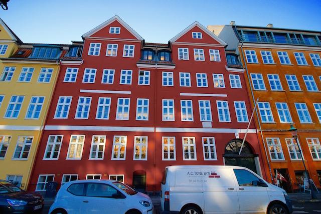 на фото дом Ганса Христиана Андерсена в Копенгагене