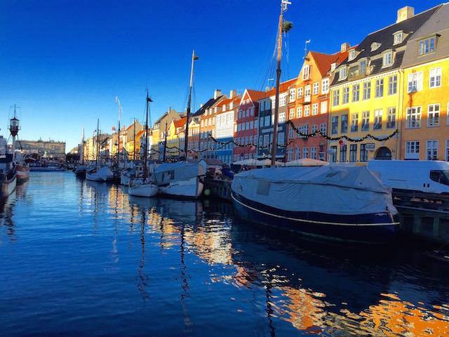на фото нюхавн в Копенгагене