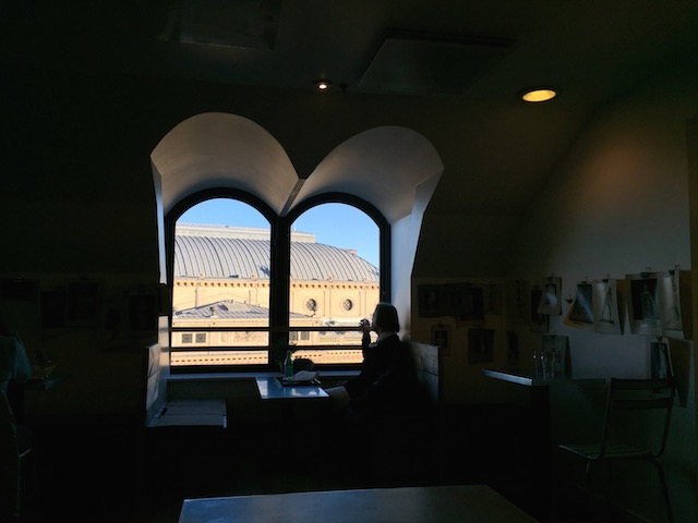 на фото вид из окна в кафе с видом на Копенгаген в Magasin du Nord