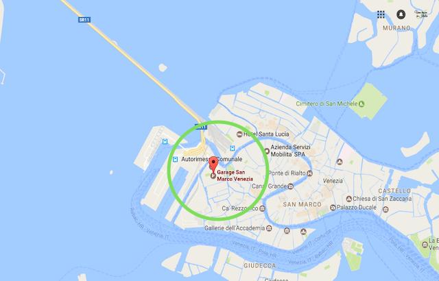 на фото карта с парковкой в венеции