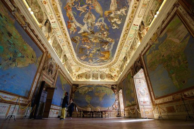 Зал Глобуса и Географических карт в палаццо Фарнезе