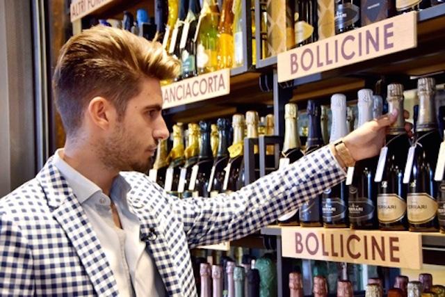 На фото винный блогер из Италии Эмануэле Троно