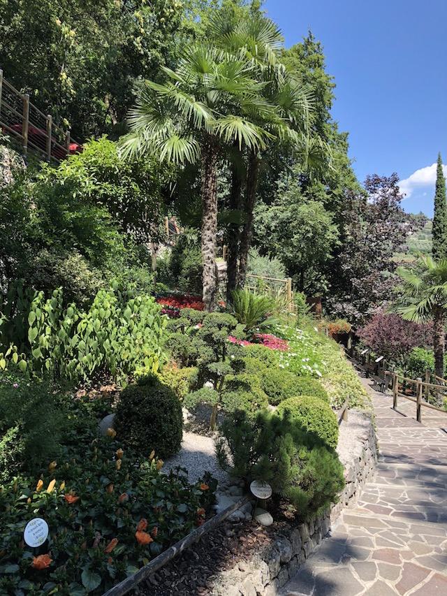 Ботанический сад Вароне Гарда Что посмотреть на озере Гарда: Водопад Вароне Botanicheskii CC 86 sad Varone