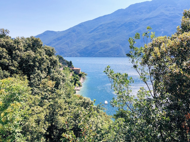 Лимоне суль Гарда Самая живописная велосипедная и пешеходная дорожка в Европе находится на озере Гарда Самая живописная велосипедная и пешеходная дорожка в Европе находится на озере Гарда ozero garda vidy limone