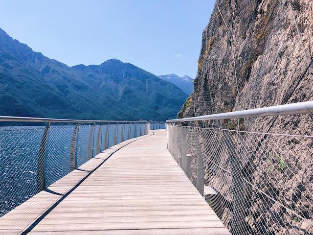 велодорожка на озере Гарда Самая живописная велосипедная и пешеходная дорожка в Европе находится на озере Гарда Самая живописная велосипедная и пешеходная дорожка в Европе находится на озере Гарда velodorozhka na ozere garda