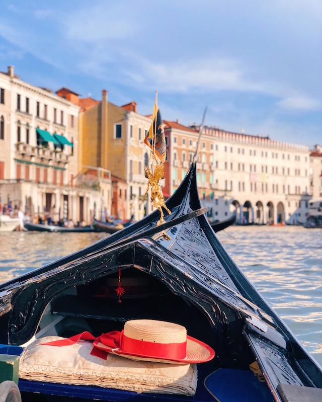 Гондола Венеция | Блог Милы Пальяреччи Историческая регата в Венеции— regata storica Историческая регата в Венеции— Regata Storica gondola venezia grancanal