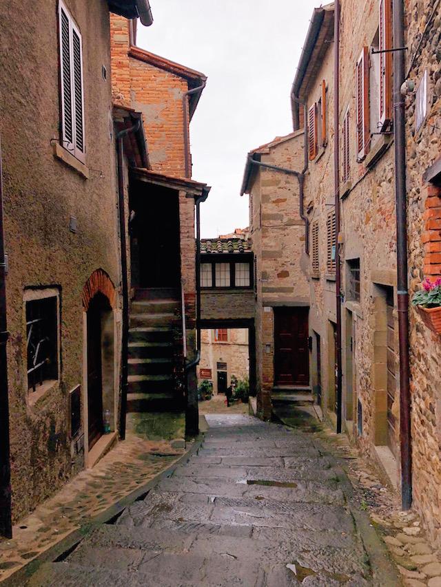 Блог о путешествиях по Италии Милы Пальяреччи Что посмотреть в Тоскане: средневековый Ангьяри Что посмотреть в Тоскане: средневековый Ангьяри anghiari borgo toscana