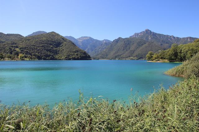 Озеро Ледро | Блог о путешествиях по Италии Милы Пальяреччи Что посмотреть рядом с Рива дель Гарда: озеро Ледро Что посмотреть рядом с Рива дель Гарда: озеро Ледро ozero ledro trentino