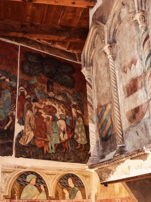 Фреска король Артур и рыцари круглого стола в замке Ронколо в Больцано