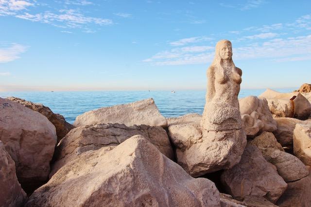 Скульптура русалки в Пиране