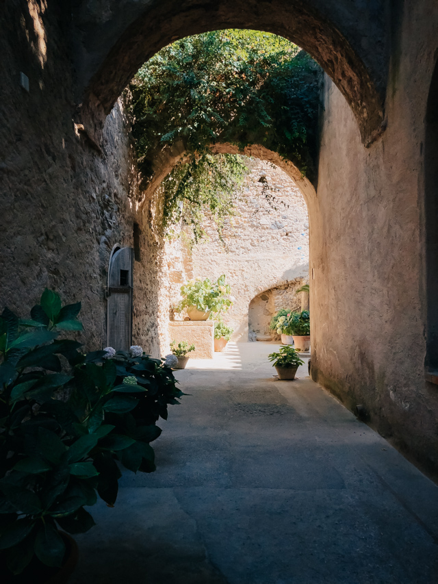 Арагонский замок на острове Искья Италия
