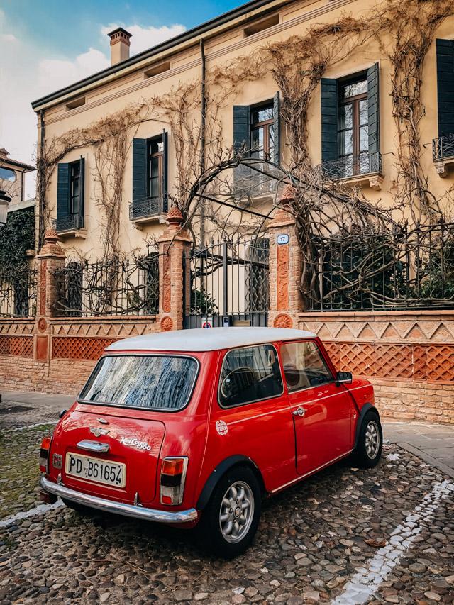 улочка в центре Падуи на севере Италии