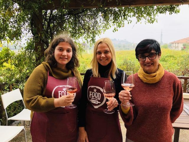 Поднимаем бокал с Эммой и Барбарой за успешный мастер-класс и знакомство