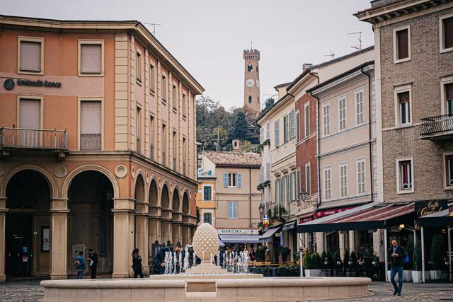Площадь в центре Сантарканджело ди Романья, Италия