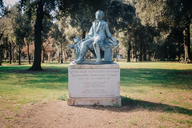 памятник Пушкину в Рим
