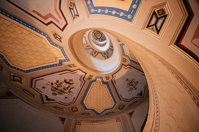 лестница в палаццо Бароцци в Виньоле