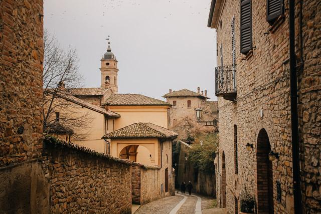 город Кастель-Аркуато в Италии