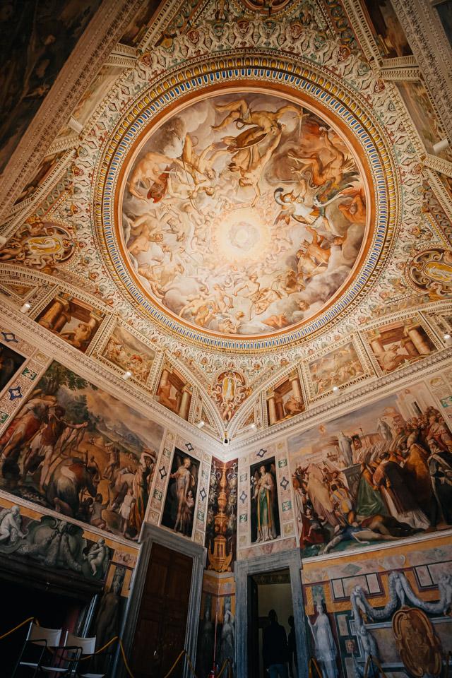 Спальня в Палаццо Фарнезе в Капрарола в Италии