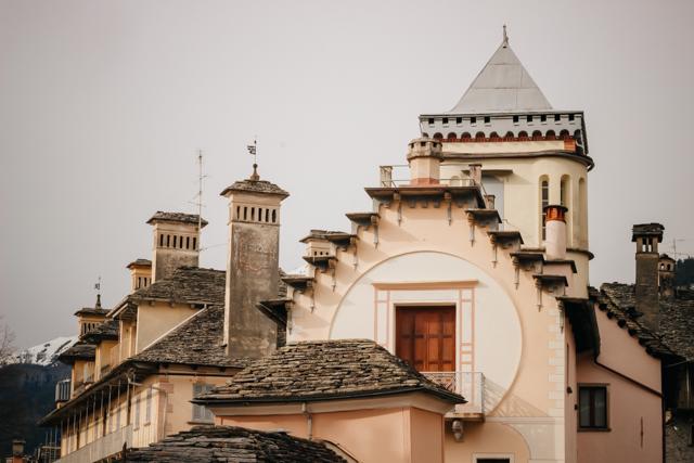 Дворец в Краведжа на севере Италии в долине Виджеццо
