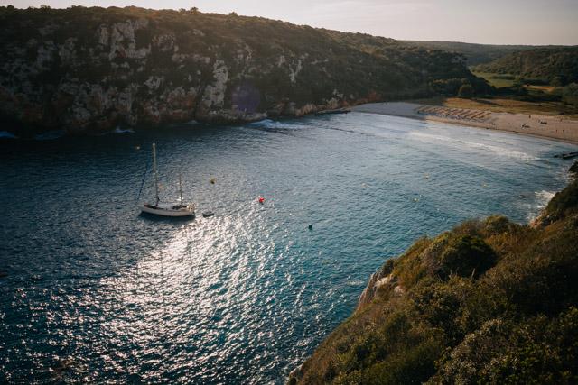 Кала ен Портер пляж на острове Менорка в Испании