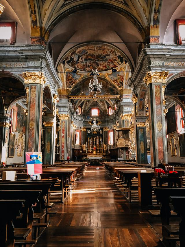 церковь в центре Краведжа, в которой хранится сокровище