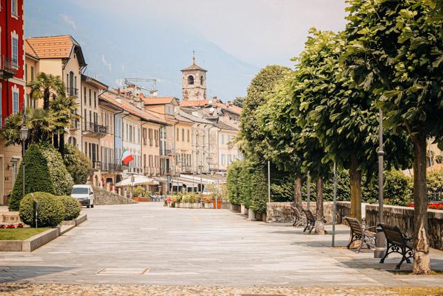 Каннобьо город на севере озера Маждоре в Италии