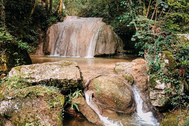 Парк водопадов рядом с Вероной в городе Молина