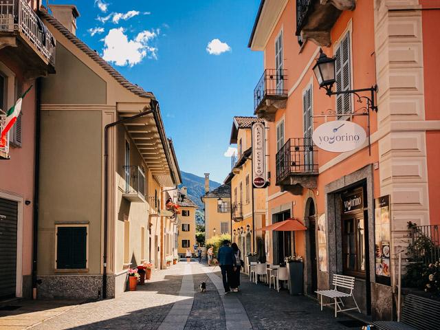 одна из улочек в городе Санта Мария Маджоре в долине художников Виджеццо в Италии