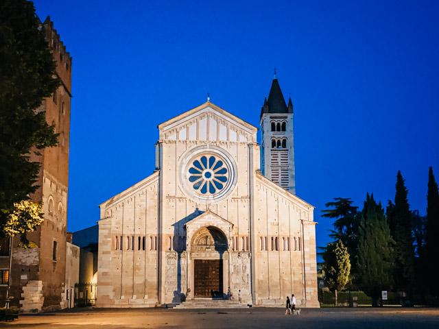 базилика Сан Дзено в Вероне Италия