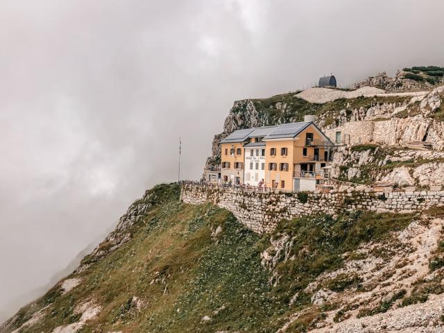горный приют на дороге 52 галерей на горе Пасубио