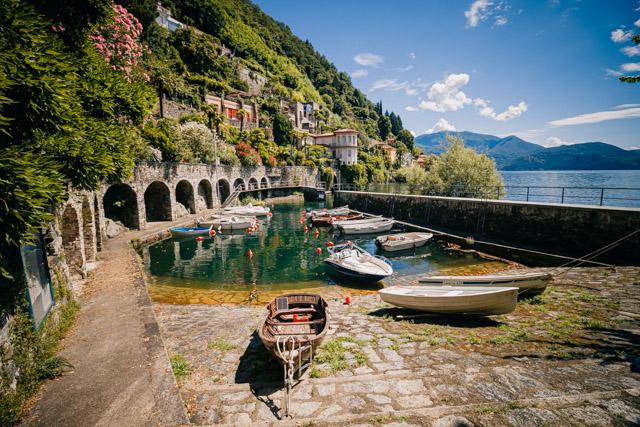 страрый порт в Каннеро Ривьера на озере Маджоре в Италии