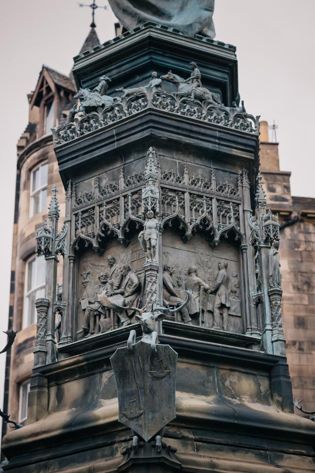Памятник герцогу Вальтеру Дугласу Скотту на Парламентской площади